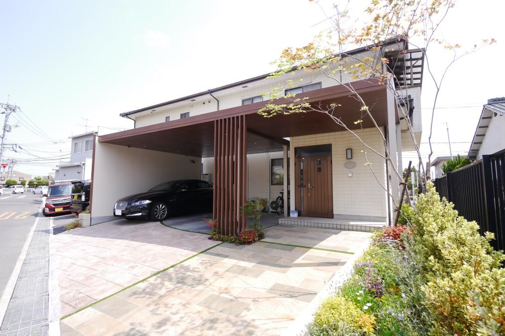 ジャガーの似合う車庫